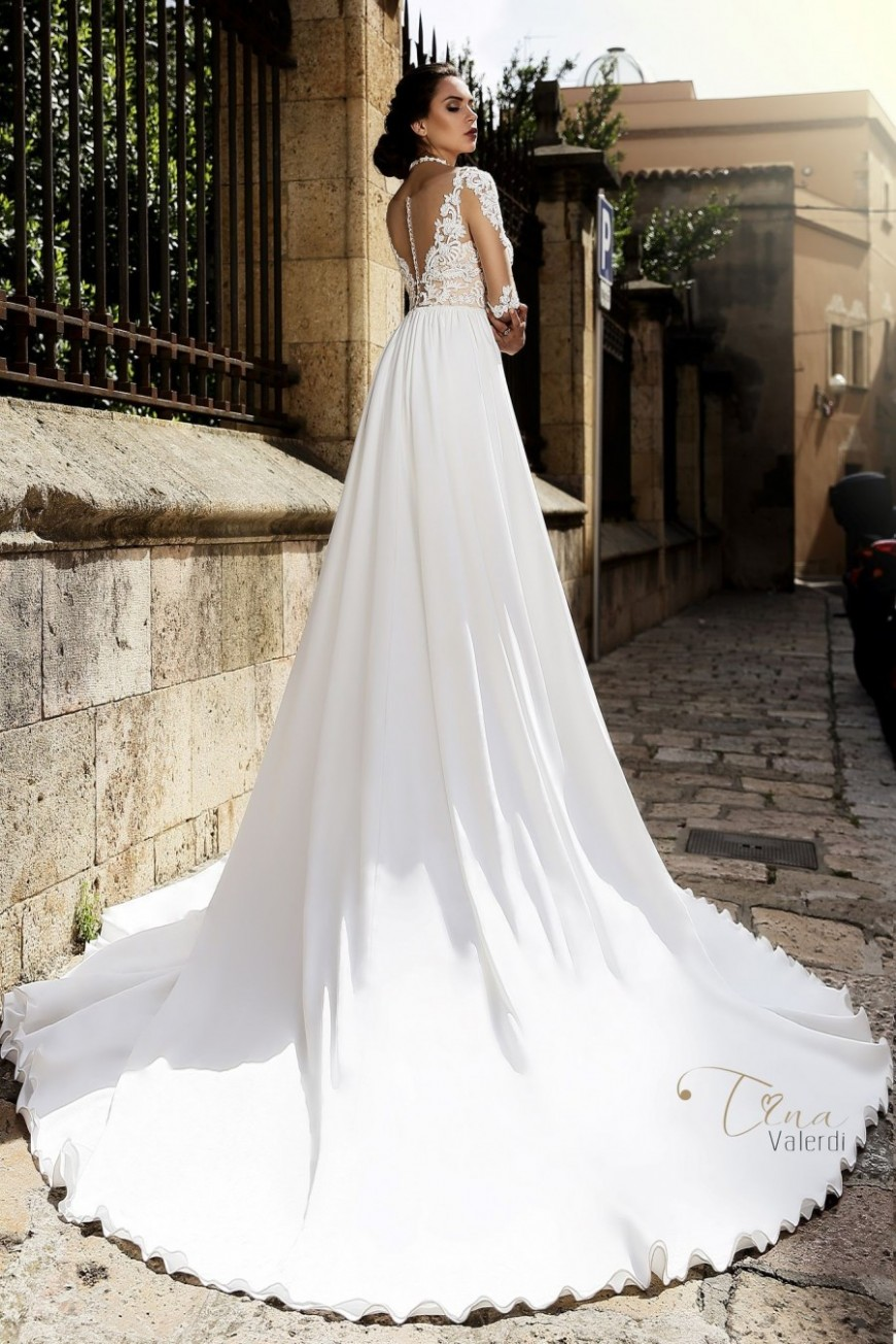 wedding dress Carina