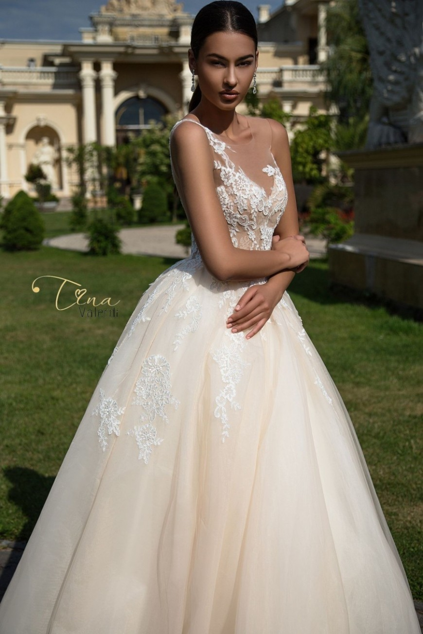 wedding dress Constancia